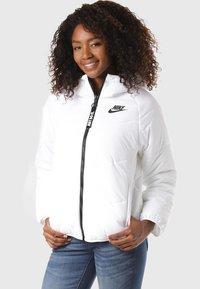 Nike Sportswear - REGULAR FIT - Winterjas - white - 0