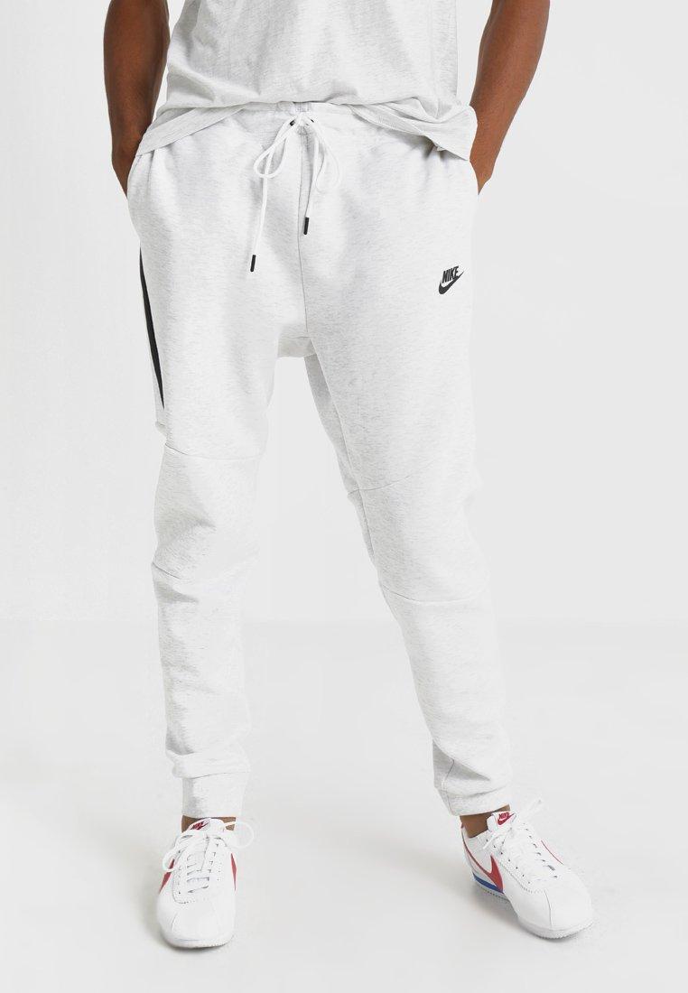 Nike Sportswear - TECH - Pantalon de survêtement - off-white