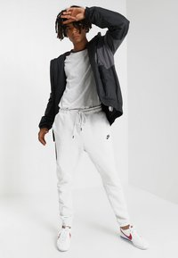 Nike Sportswear - TECH - Jogginghose - off-white - 1