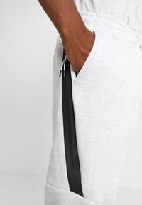 Nike Sportswear - TECH - Jogginghose - off-white - 3