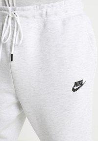 Nike Sportswear - TECH - Jogginghose - off-white - 5