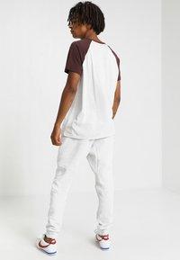 Nike Sportswear - TECH - Jogginghose - off-white - 2