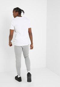 Nike Sportswear - TECH - Pantaloni sportivi - grey - 2