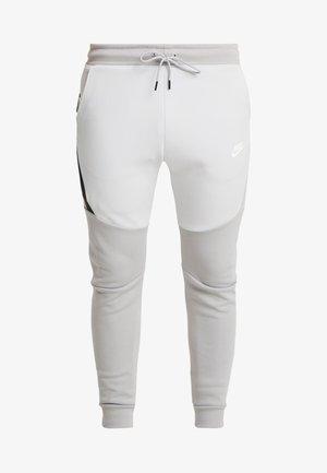TECH - Pantalones deportivos - smoke grey/pure platinum