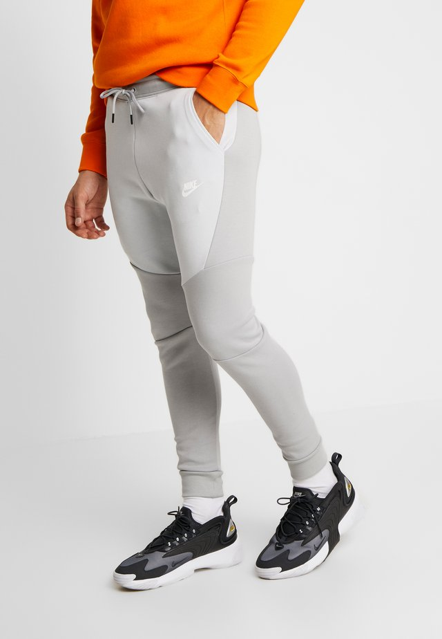 TECH - Pantalon de survêtement - smoke grey/pure platinum
