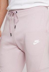 Nike Sportswear - TECH - Jogginghose - light pink - 4