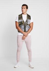 Nike Sportswear - TECH - Jogginghose - light pink - 1