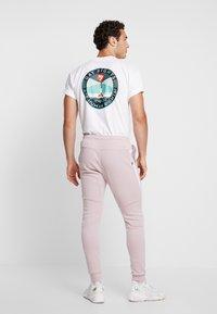 Nike Sportswear - TECH - Jogginghose - light pink - 2