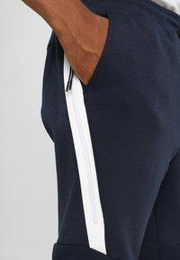 Nike Sportswear - TECH - Pantalon de survêtement - dark blue, white - 5
