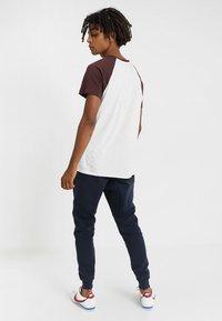 Nike Sportswear - TECH - Pantalon de survêtement - dark blue, white - 2
