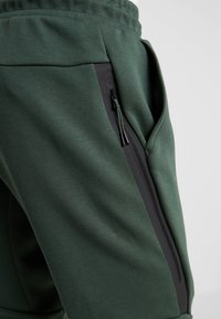 Nike Sportswear - TECH - Verryttelyhousut - galactic jade/black - 5