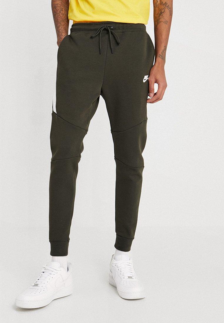 Nike Sportswear - TECH - Spodnie treningowe - sequoia/white
