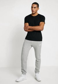 Nike Sportswear - CLUB CUFFED PANT - Træningsbukser - dark grey heather/white - 1