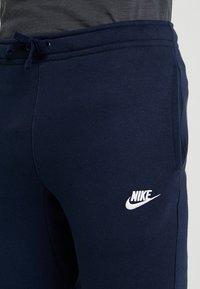 Nike Sportswear - CLUB CUFFED PANT - Træningsbukser - obsidian/white - 5