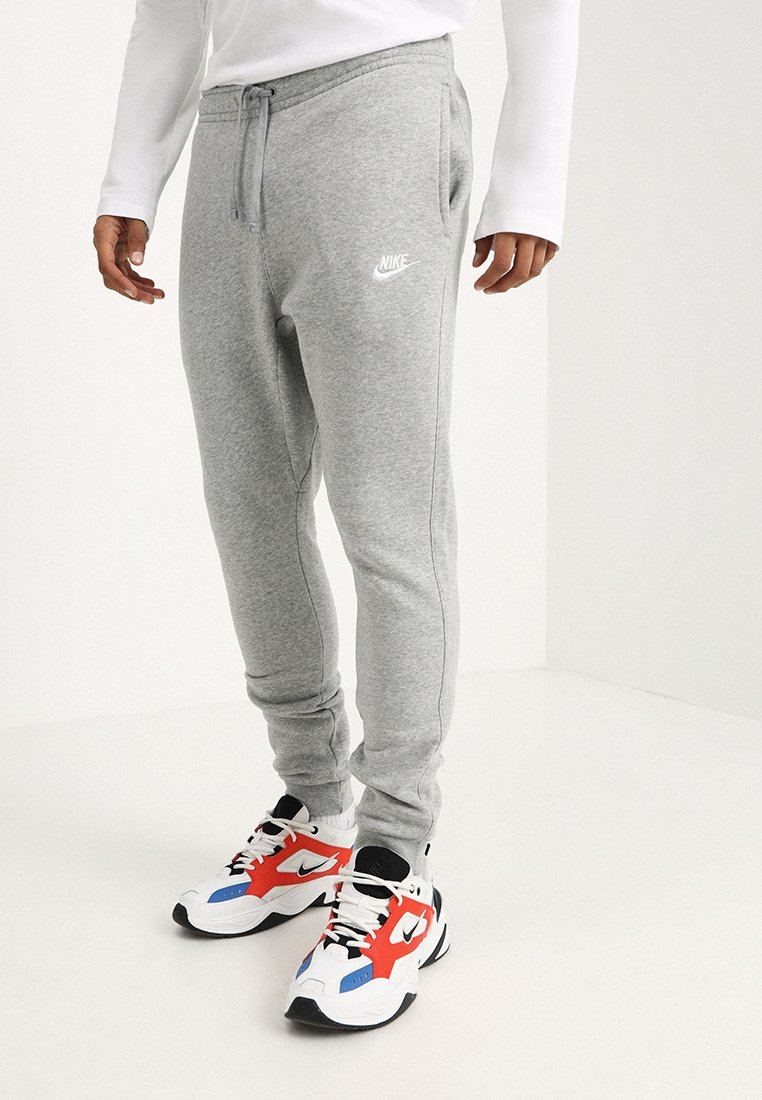 Nike Sportswear - CLUB JOGGER - Spodnie treningowe - grey