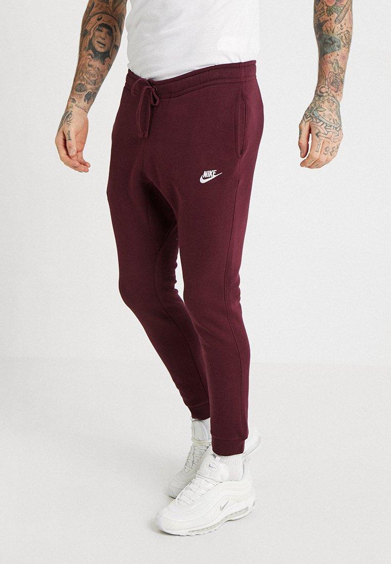 Nike Sportswear - CLUB JOGGER - Teplákové kalhoty - night maroon/white