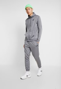 Nike Sportswear - POLY - Verryttelyhousut - cool grey/black - 1