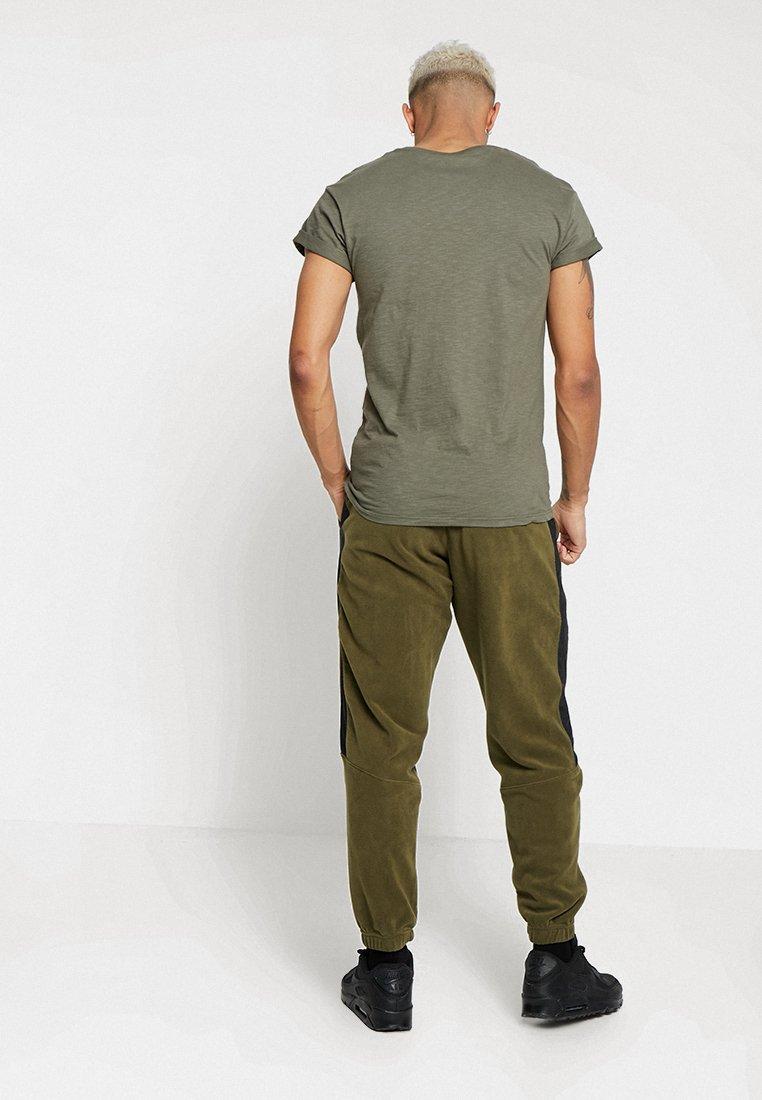 Survêtement white Pant black Nike CorePantalon De Sportswear Olive hCtsdrxBQ
