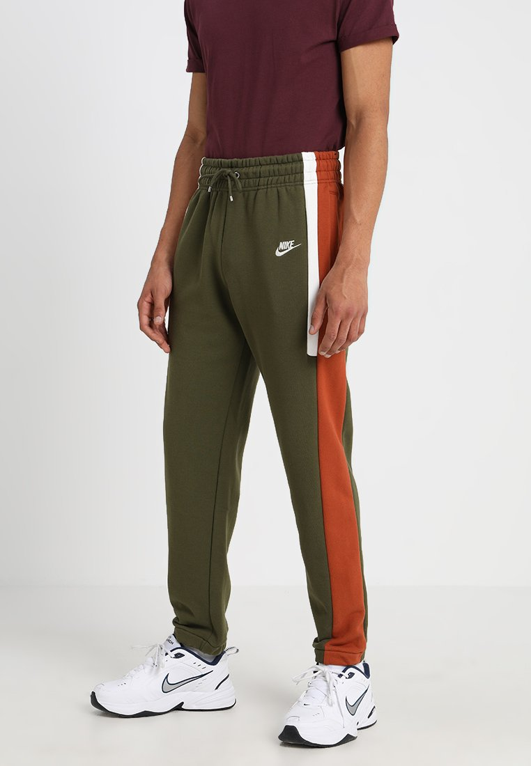 Nike Sportswear - ISSUE PANT - Tracksuit bottoms - olive canvas/dark russet/sail