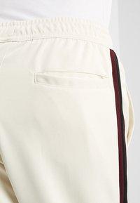 Nike Sportswear - PANT TRIBUTE - Träningsbyxor - light cream/sail - 5