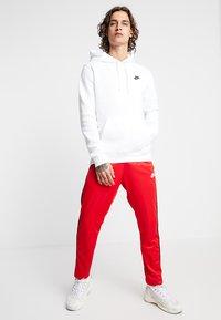 Nike Sportswear - PANT TRIBUTE - Träningsbyxor - university red - 1