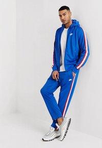 Nike Sportswear - PANT TRIBUTE - Pantalon de survêtement - game royal/sail - 1