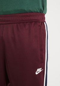 Nike Sportswear - PANT TRIBUTE - Trainingsbroek - night maroon - 3