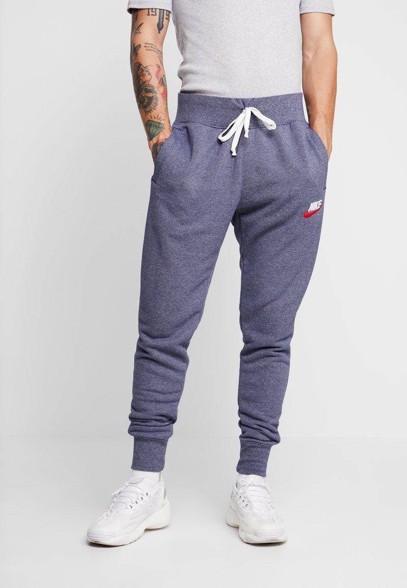 Nike Sportswear - HERITAGE - Tracksuit bottoms - midnight navy