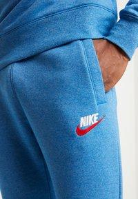 Nike Sportswear - HERITAGE - Tracksuit bottoms - battle blue - 5