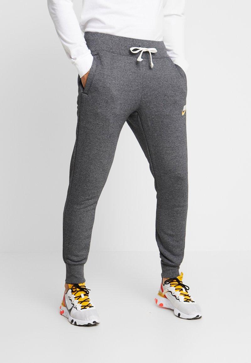 Nike Sportswear - HERITAGE - Pantalon de survêtement - black heather