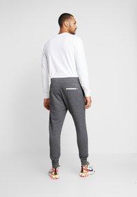 Nike Sportswear - HERITAGE - Pantalon de survêtement - black heather - 2
