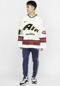 Nike Sportswear - Träningsbyxor - midnight navy/white - 1