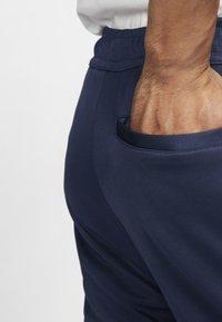 Nike Sportswear - Träningsbyxor - midnight navy/white - 5