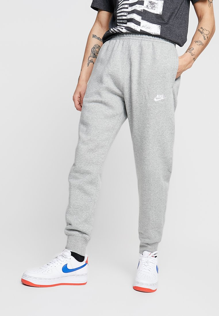 Nike Sportswear - CLUB  - Träningsbyxor - dark grey heather/matte silver/white