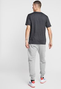 Nike Sportswear - CLUB  - Joggebukse - dark grey heather/matte silver/white - 2