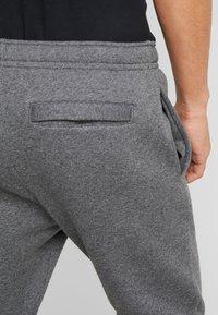 Nike Sportswear - M NSW CLUB JGGR BB - Pantalon de survêtement - charcoal heather/anthracite/white - 5