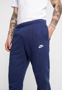 Nike Sportswear - CLUB - Verryttelyhousut - midnight navy - 4