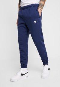 Nike Sportswear - CLUB - Verryttelyhousut - midnight navy - 0