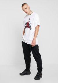 Nike Sportswear - CLUB - Spodnie treningowe - black - 1