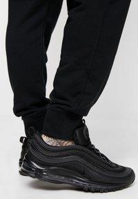 Nike Sportswear - CLUB - Spodnie treningowe - black - 3