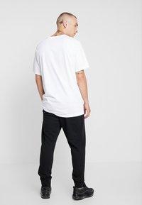 Nike Sportswear - CLUB - Spodnie treningowe - black - 2