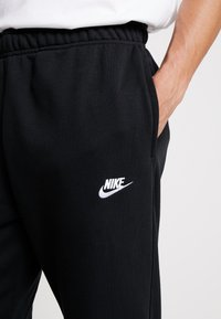 Nike Sportswear - CLUB - Spodnie treningowe - black - 6