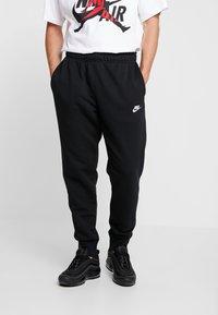Nike Sportswear - CLUB - Spodnie treningowe - black - 0