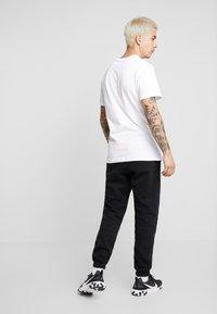 Nike Sportswear - CLUB PANT - Pantaloni sportivi - black - 2