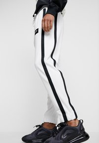 Nike Sportswear - AIR PANT - Trainingsbroek - summit white/summit white/black - 4