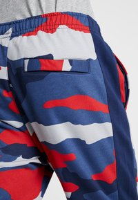Nike Sportswear - CLUB  - Joggebukse - wolf grey/midnight navy/summit white - 3