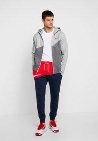 Nike Sportswear - PANT  - Träningsbyxor - university red/obsidian/white - 1