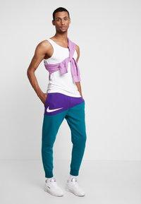 Nike Sportswear - PANT  - Trainingsbroek - court purple/geode teal/white - 1