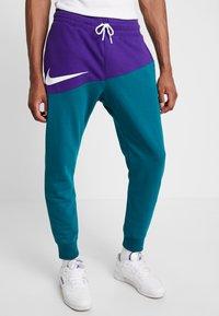 Nike Sportswear - PANT  - Träningsbyxor - court purple/geode teal/white - 0