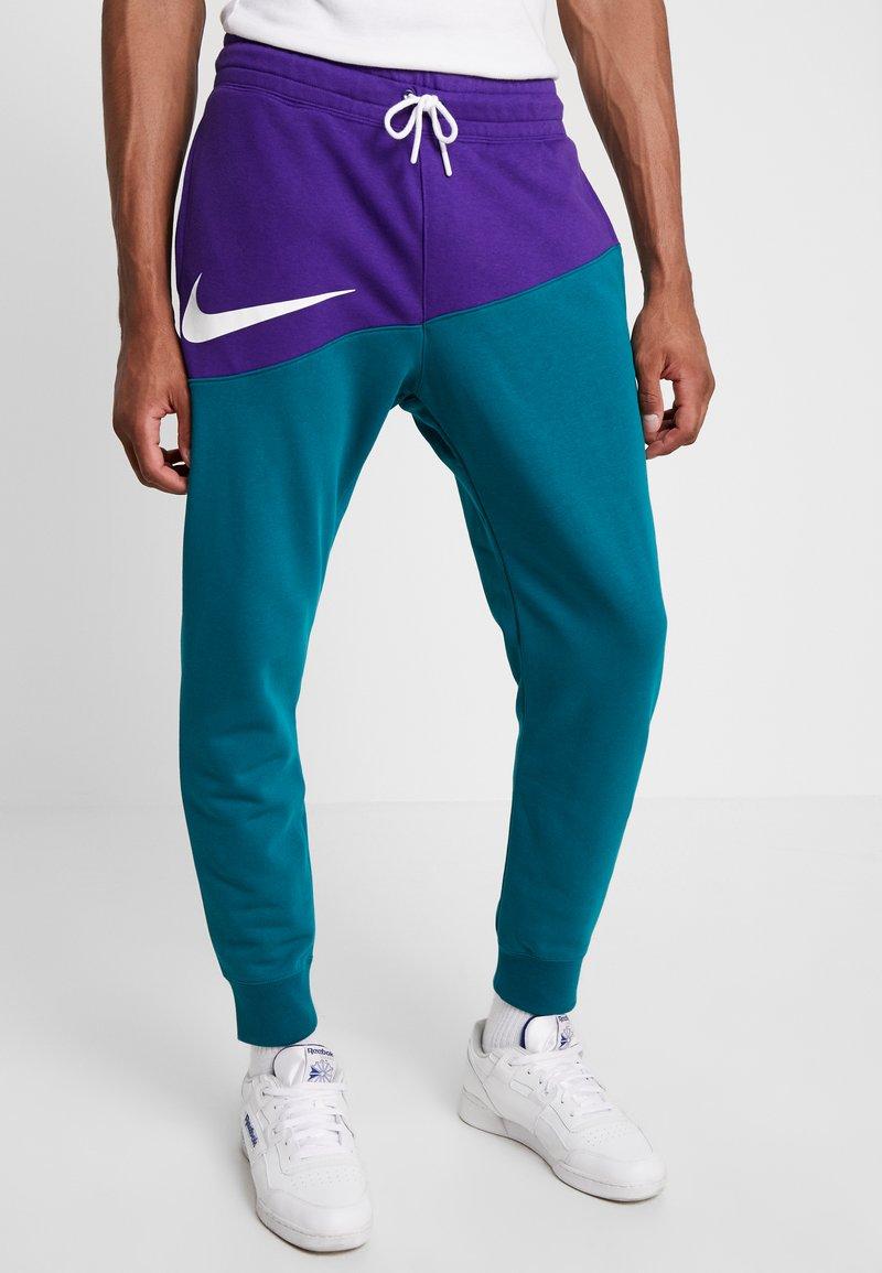 Nike Sportswear - PANT  - Pantalones deportivos - court purple/geode teal/white